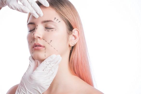 Chirurgie esthétique des jeunes L'impact des réseaux sociaux